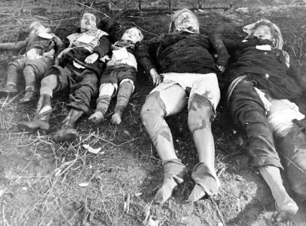 800px-Germans_killed_by_Soviet_army